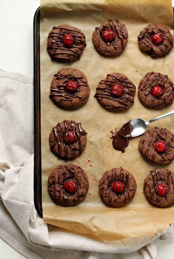chocolatecoveredcherrycookies_3