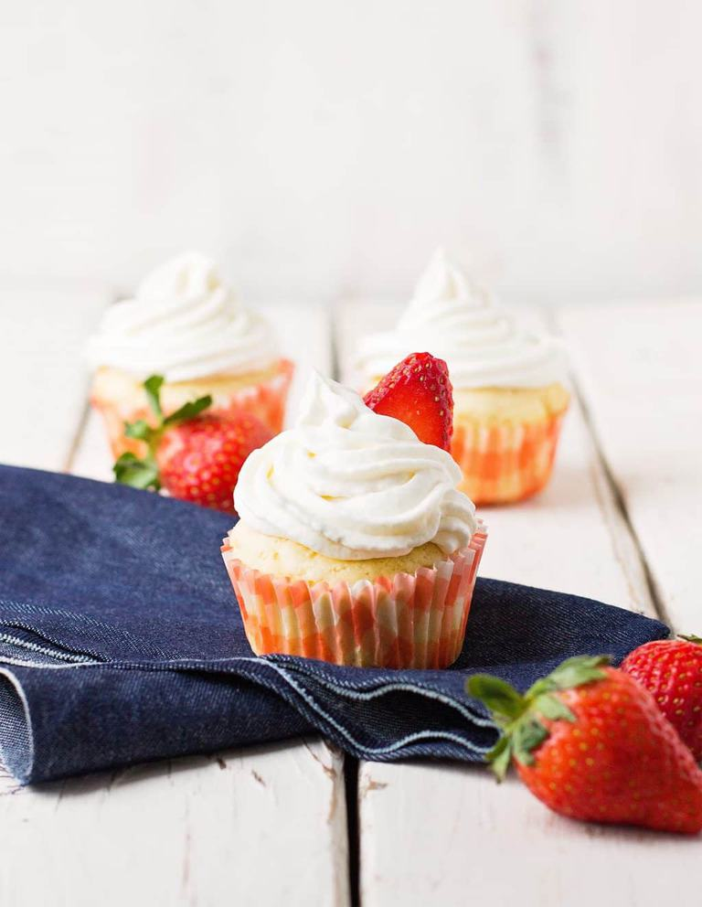 Sour Cream Pound Cake Cupcakes