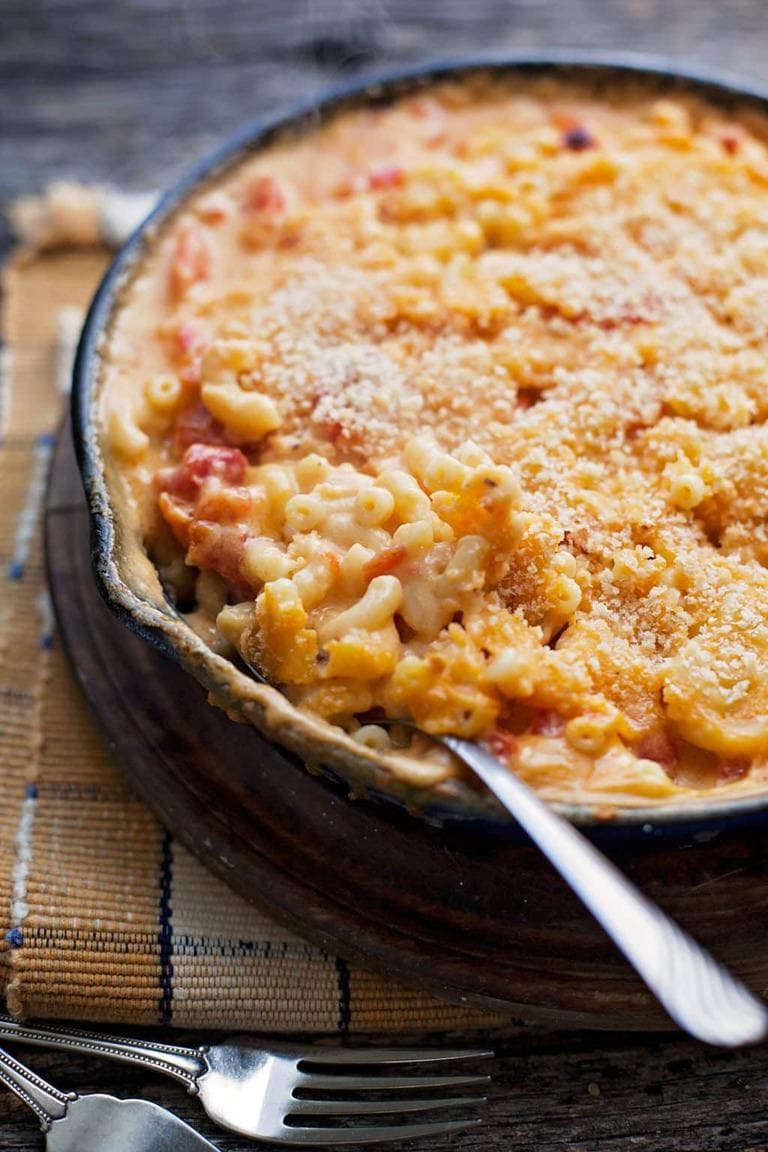 Baked macaroni and cheese takes another amazing direction change into a blend of the best grilled cheese and tomato soup combined.
